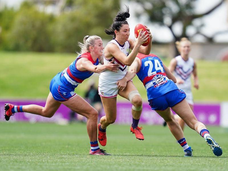 Fremantle have finished strongly to beat the Western Bulldogs in their Whitten Oval AFLW match.